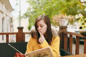Qué factores influyen en la comprensión lectora en un idioma extranjero